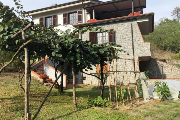 Villa in Vendita a Bolano La Spezia
